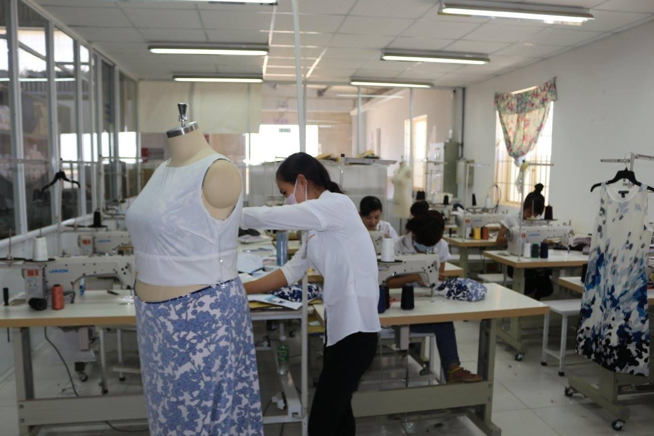 xưởng may váy đầm