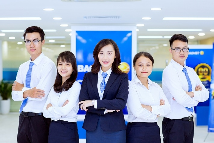 Đường viền đồng phục Bảo Việt lạ mắt tạo điểm nhấn cho các nhân viên, cán bộ.